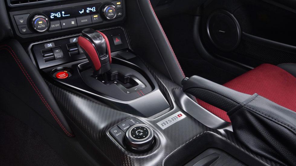 Nissan GT-R Nismo 2017 placa interior cambio