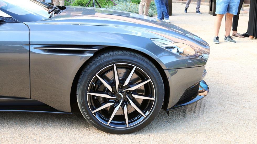Aston Martin DB11 llantas lujo multiradio