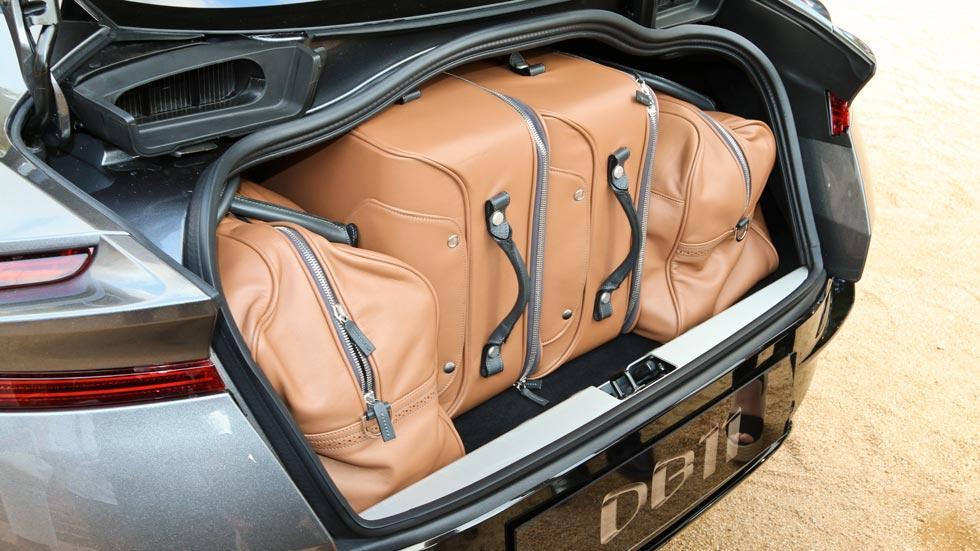 Aston Martin DB11 maletas maletero lujo