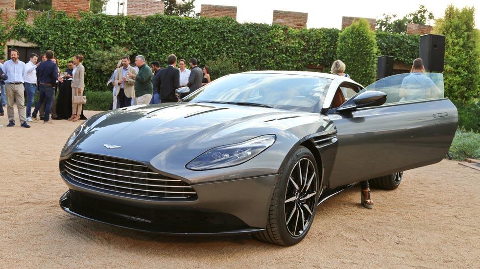 Aston Martin DB11 puerta frontal lujo deportivo