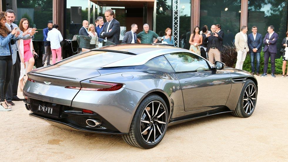 Aston Martin DB11 lateral tres cuartos lujo deportivo trasera