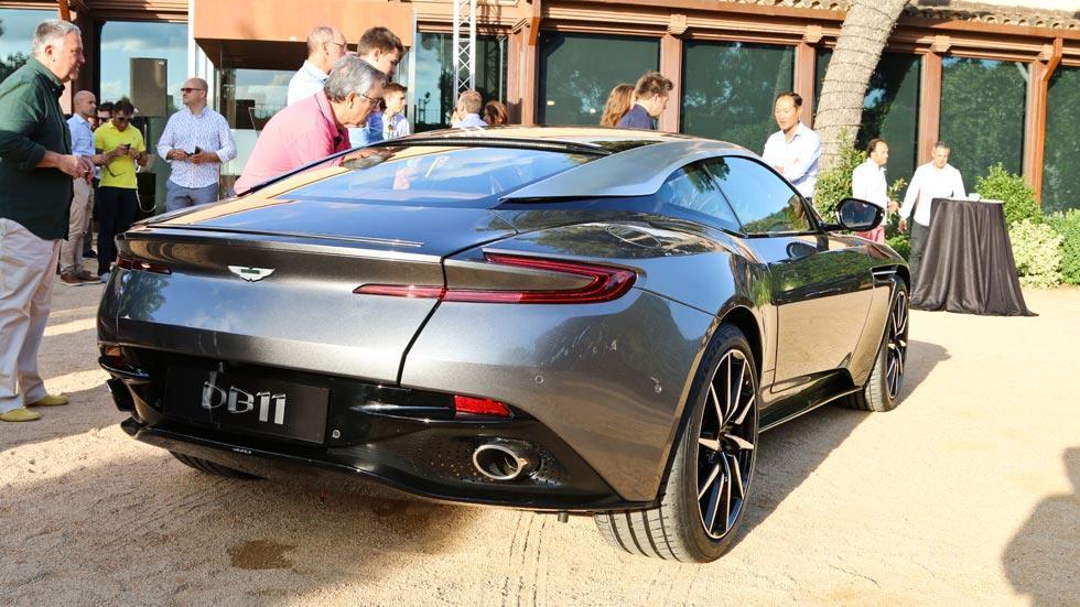 Aston Martin DB11 trasera lujo deportivo