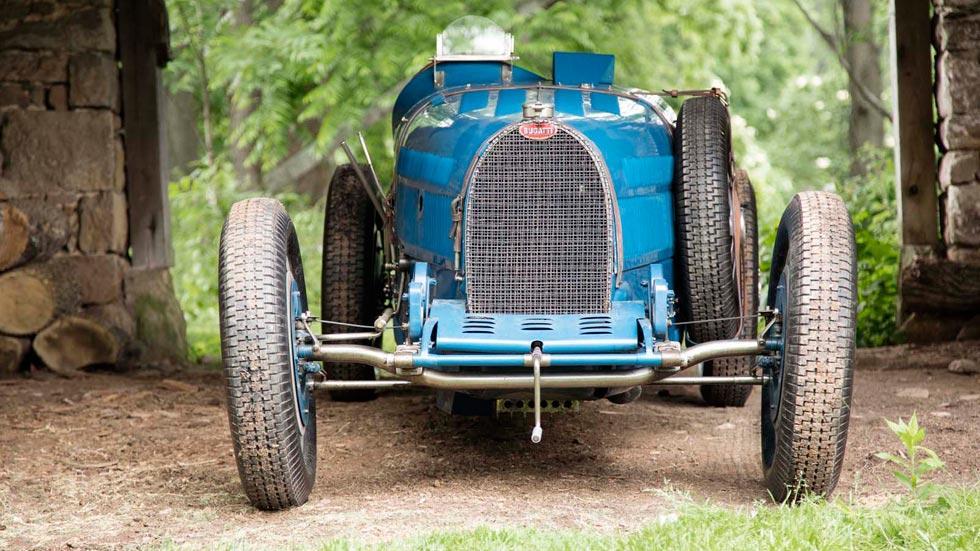 Bugatti Type 51 frontal azul clásico F1