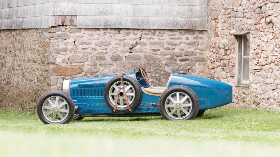 Bugatti Type 51 lateral azul clásico competicion