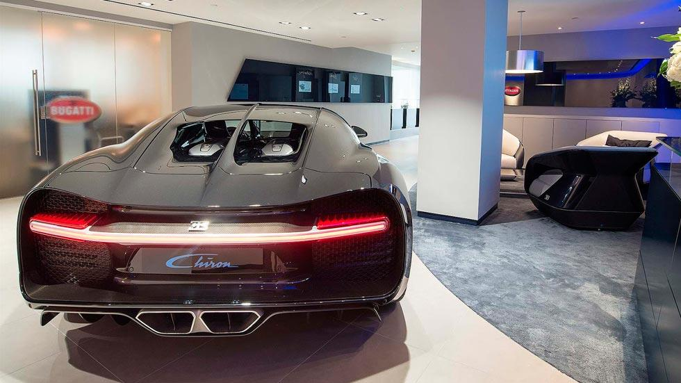 Concesionario Bugatti Londres Chiron trasera