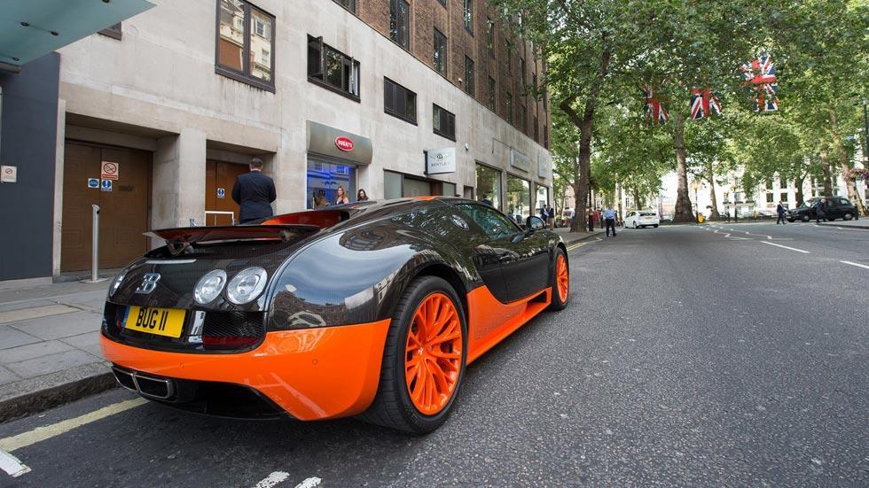Concesionario Bugatti Londres exterior lujo Veyron