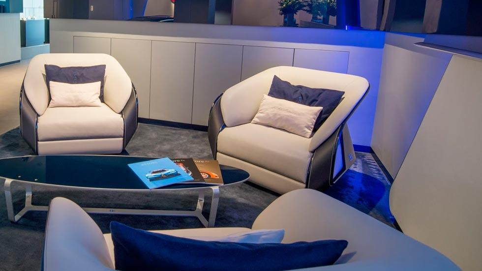 Concesionario Bugatti Londres sofa lujo cuero