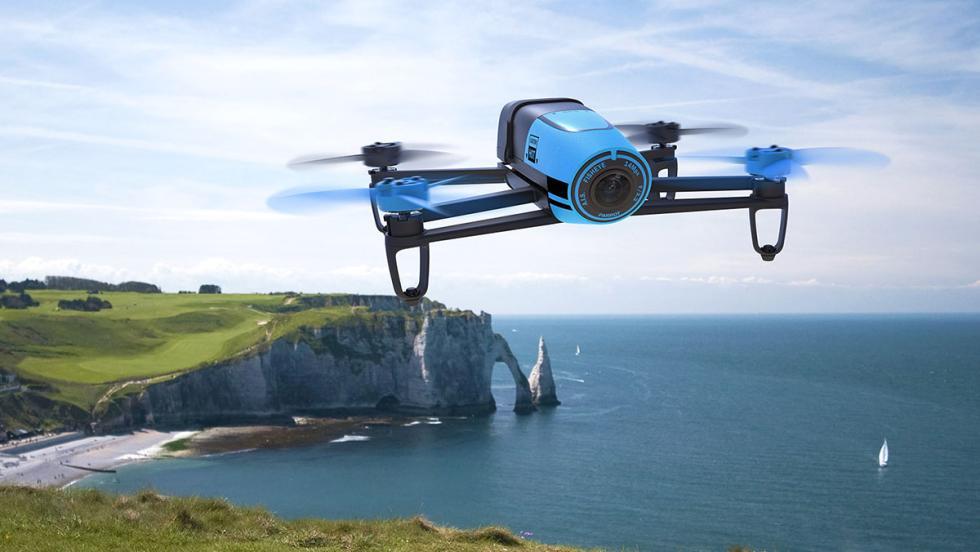 Dron volando en exteriores