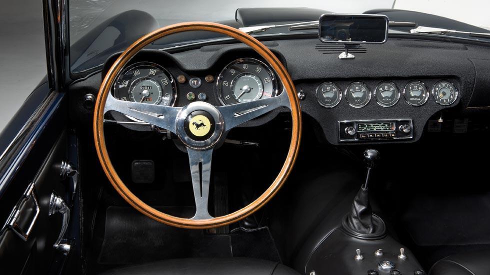 Ferrari 250 California interior clasico