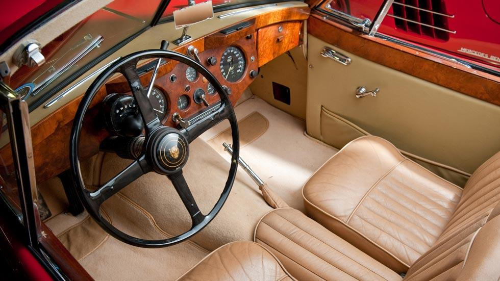 Jaguar XK140 interior lujo clásico