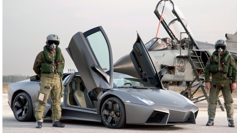 Lamborghini Reventon caza avion