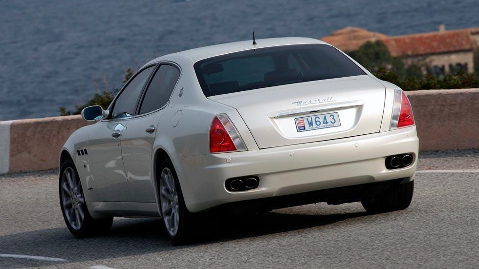 Maserati Quattroporte trasera escapes
