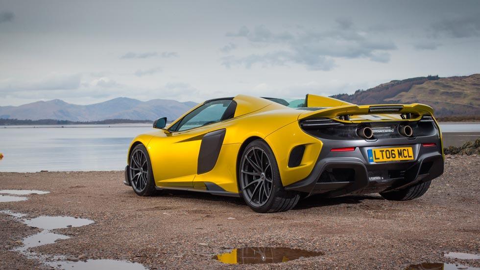 McLaren 675LT Spider trasera amarillo superdeportivo