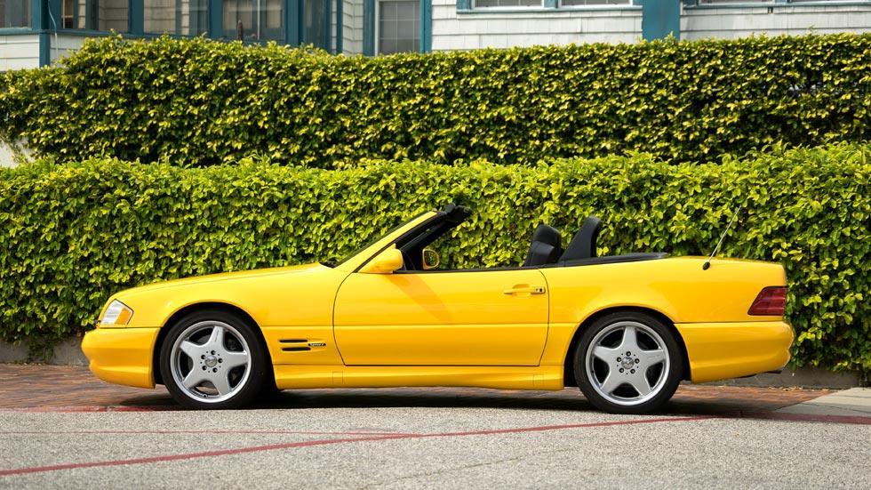 Mercedes SL 500 lateral amarillo famosos