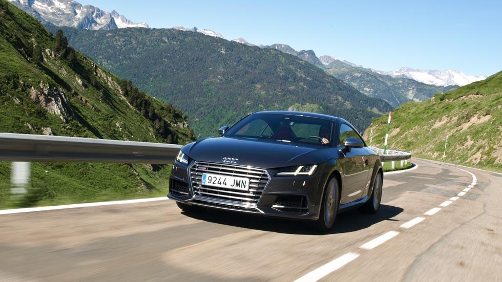 Prueba Audi TTS curva deportivo gris