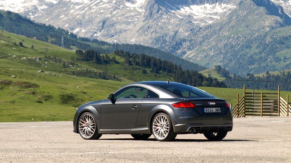 Prueba Audi TTS trasera estática gris