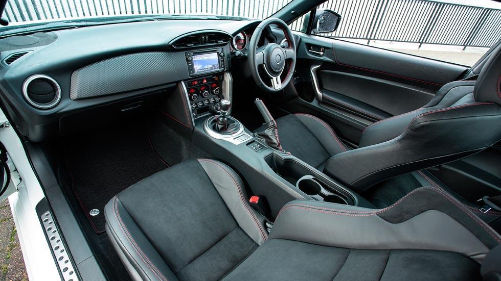 Toyota GT86 interior deportivo alcantara