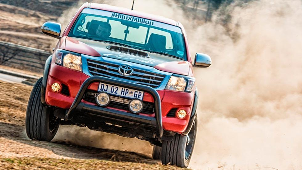 Toyota Hilux V8 frontal todo terreno salvaje off-road