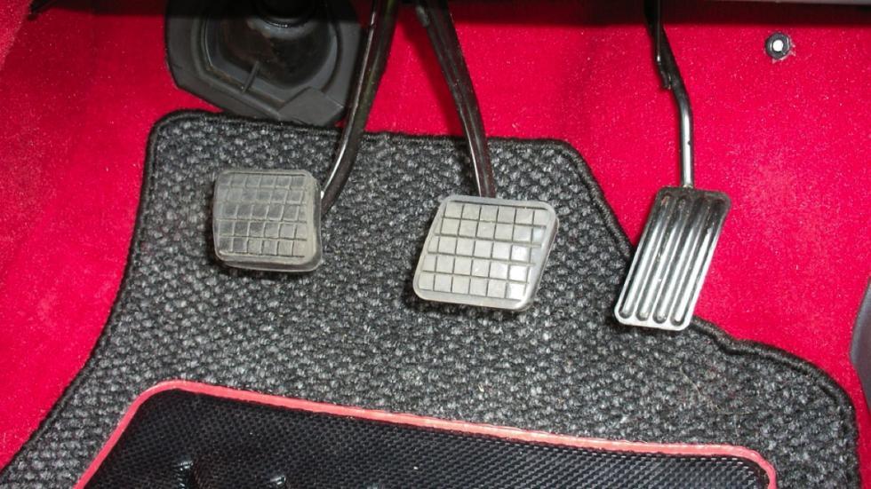 Peugeot 205 GTi 1989 pedales