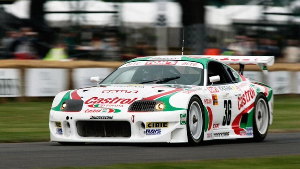 Un coche de carreras muy serio