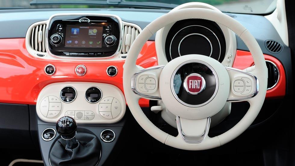 Fiat 500C interior rojo blanco