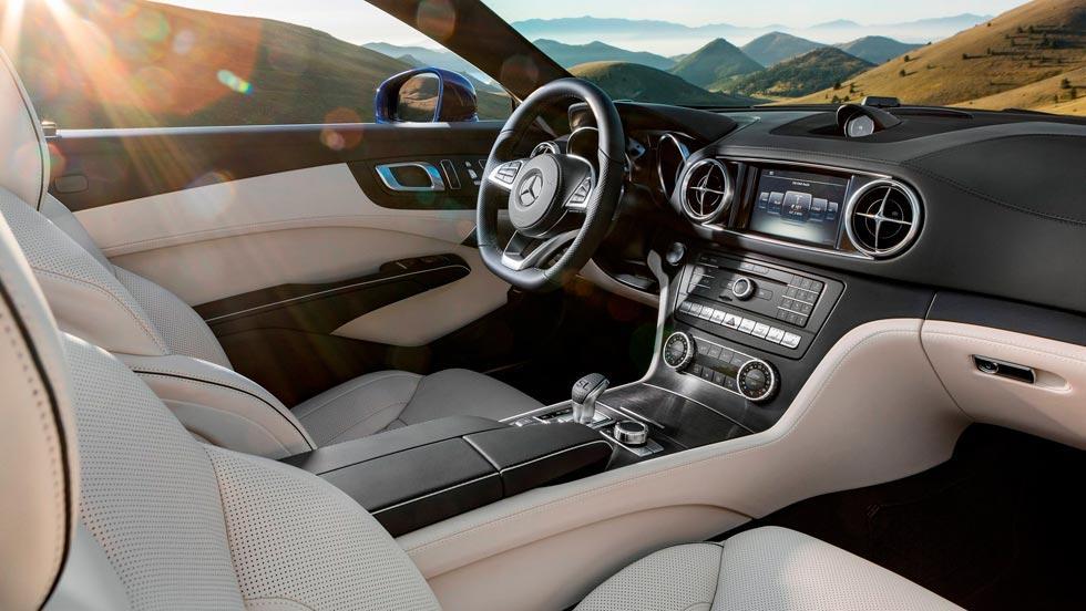Mercedes SL descapotable lujo mujeres azul