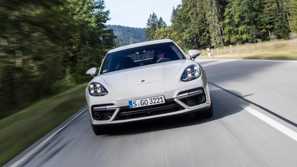 Prueba Porsche Panamera Turbo frontal gris lujo deportivo