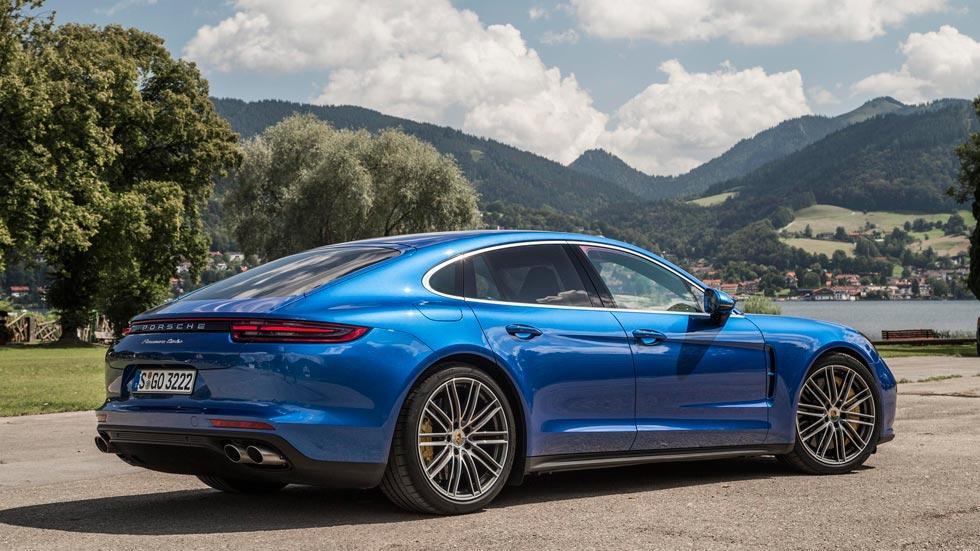 Prueba Porsche Panamera Turbo lateral trasera azul lujo deportivo
