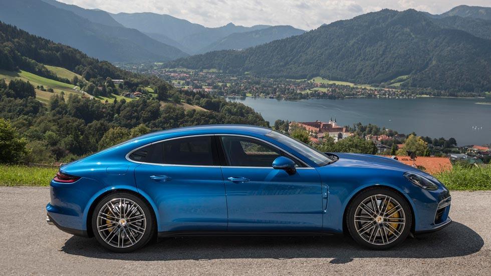 Prueba Porsche Panamera Turbo lateral lujo deportivo azul