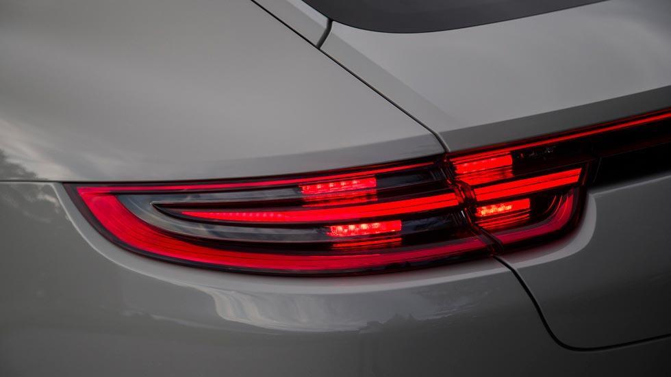 Prueba Porsche Panamera Turbo pilotos LED lujo