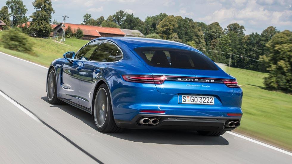 Prueba Porsche Panamera Turbo trasera azul prueba lujo deportivo