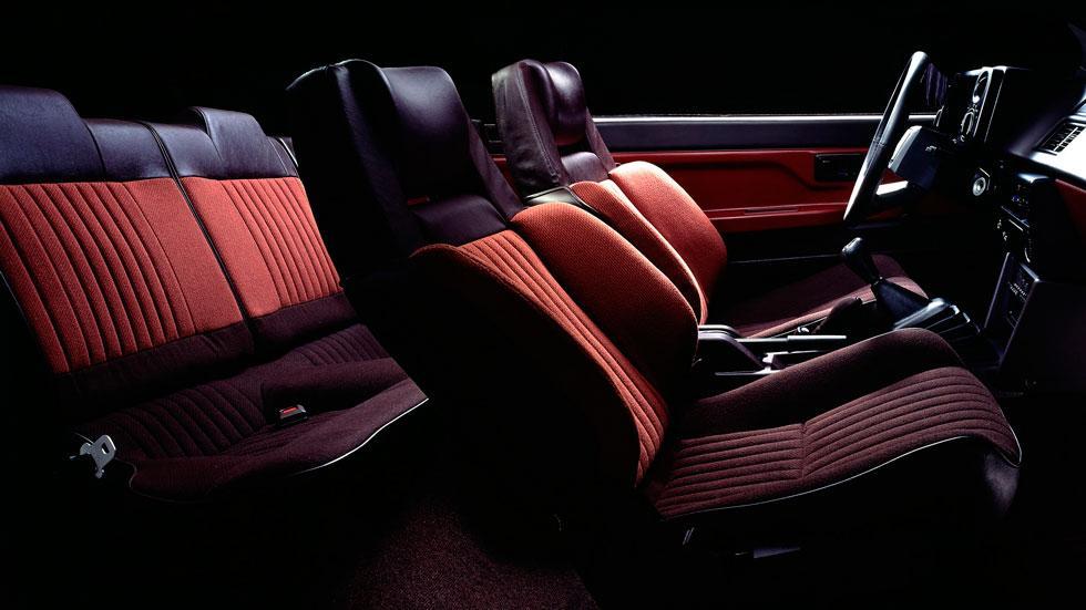 Toyota AE86 interior deportivo japon