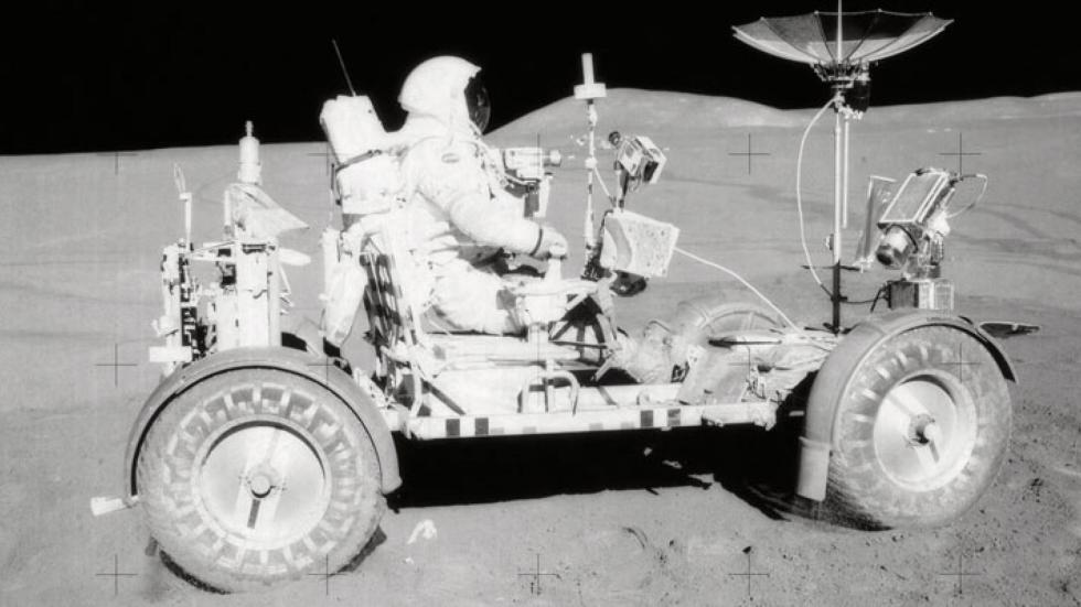 17. Rover Lunar