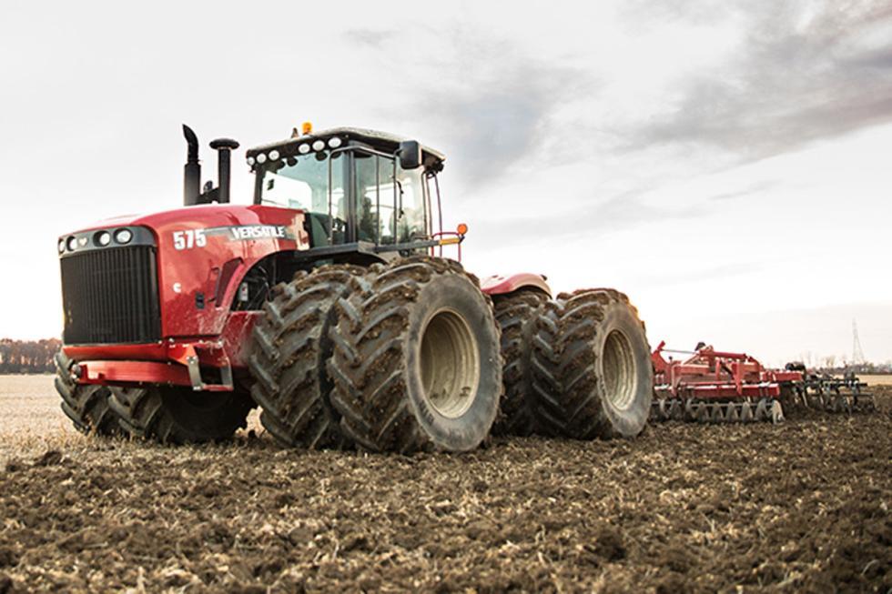 Versatile 575, 618 CV y 2779 Nm