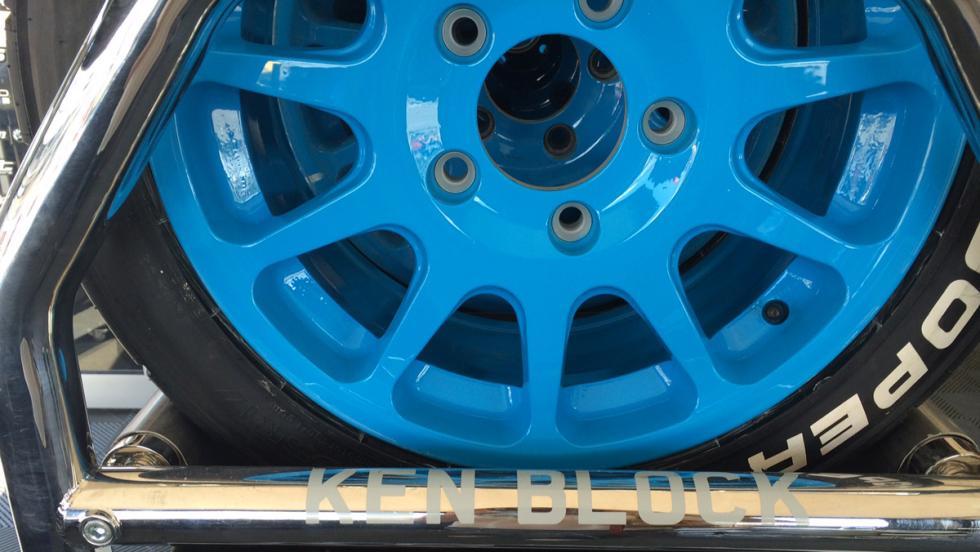 """Así que aquí tiene sus neumáticos para """"aniquilarlos""""."""