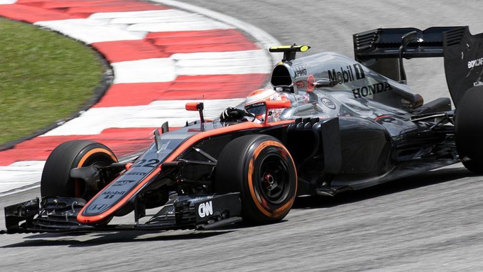 Honda retornó a McLaren en 2015 y el inglés sufrió la desgracia de conducir el MP4-30