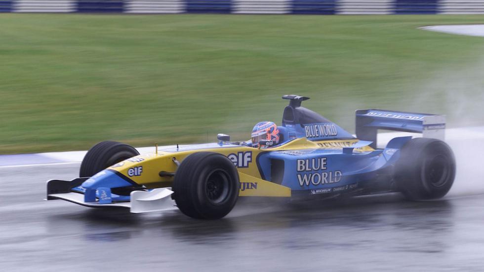 Jenson fichó en 2002 por Renault y condujo el R202