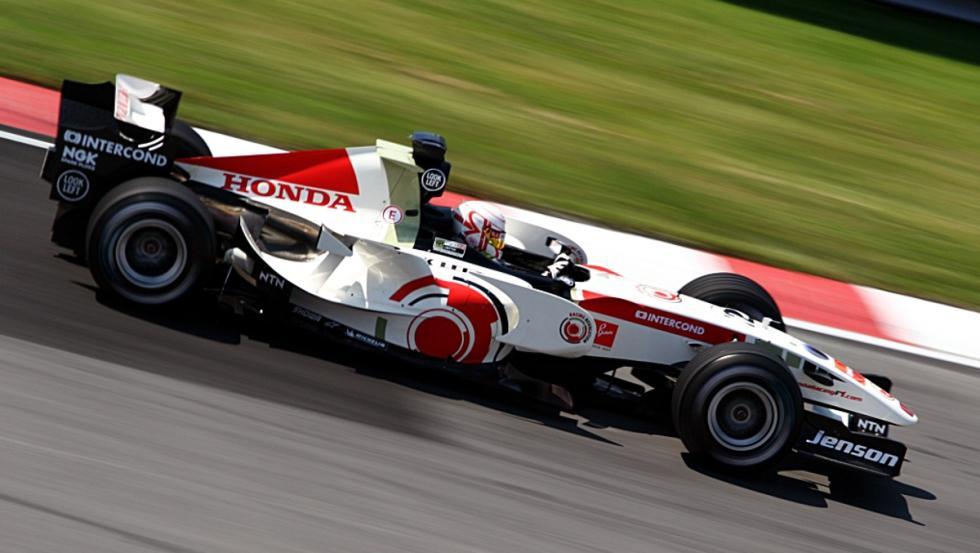 Jenson firmó su primera victoria en la F1 con el RA106 en 2006