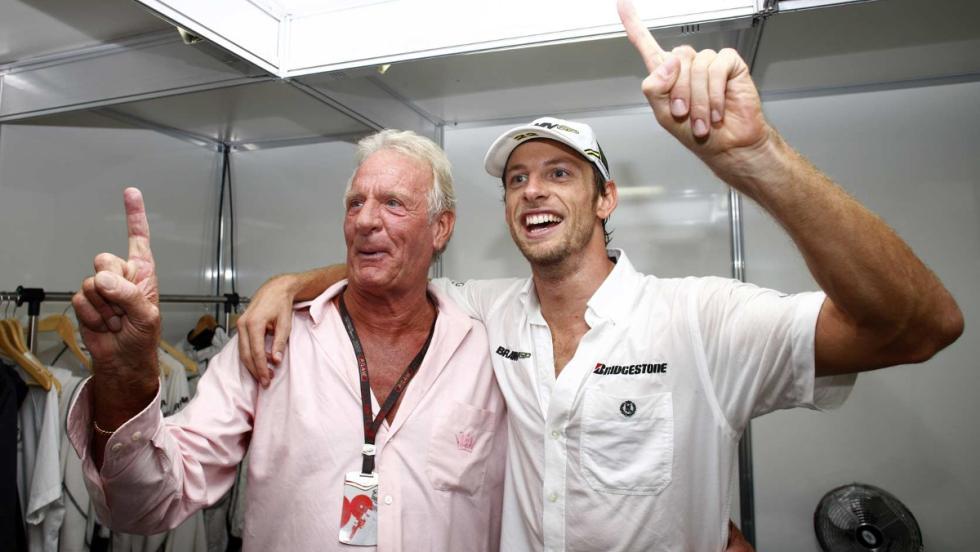 John, el padre de Jenson, falleció en 2014. Siempre acompañaba a su hijo en las carreras