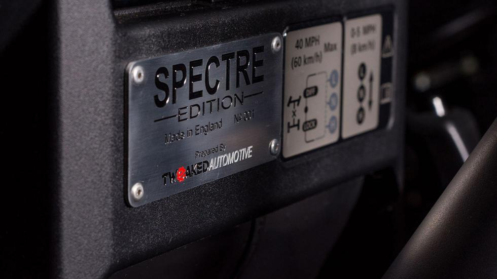 Land Rover Defender Spectre Edition (V)