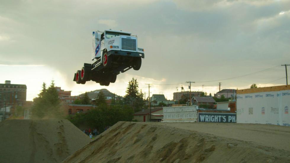 El salto más largo de una cabina de camión (Récord Guinness)