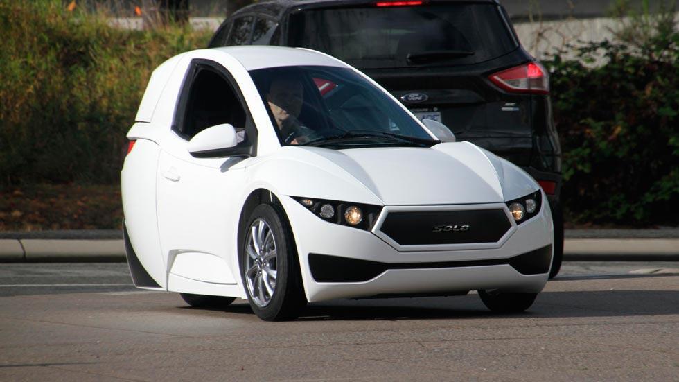 SOLO urbano eléctrico coche pequeño blanco utilitario ciudad