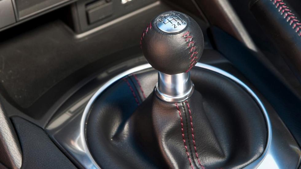 7 diferencias entre el Fiat 124 Spider y el Mazda MX-5 - Caja de cambios
