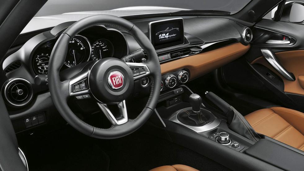 7 diferencias entre el Fiat 124 Spider y el Mazda MX-5 - Interior