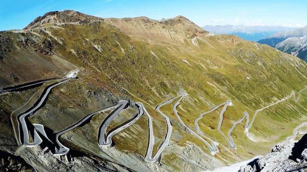 Los mejores coches para bajar un puerto de montaña sin miedo