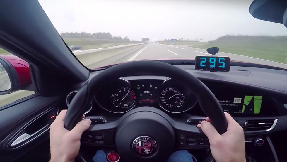 Un Alfa Romeo Giulia Quadrifoglio Verde a 300 km/h en la Autobahn