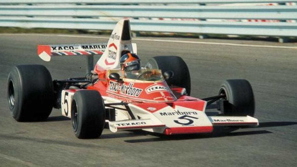 Emerson Fittipaldi al volante de un M23 logra en 1974 la primera corona mundial de pilotos para McLaren