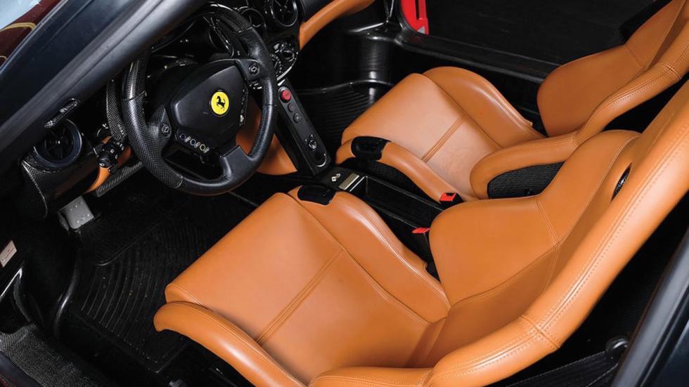 Ferrari Enzo Tommy Hilfiger deportivo lujo altas prestaciones subasta rojo hiperdeportivo