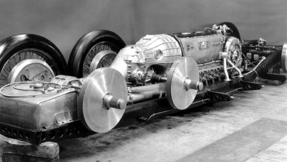 Un motor de un caza de comnate en un coche