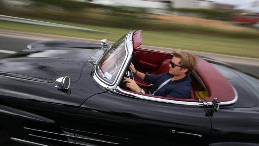 Nico tuvo la suerte de utilizar este precioso Mercedes 300 SL Roadster del 58